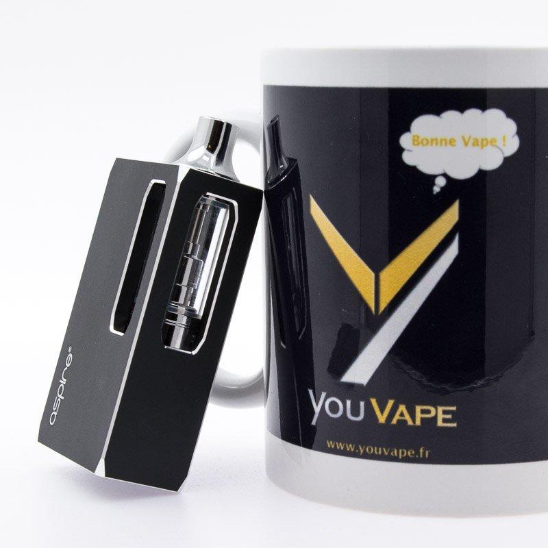 Kit K1 Stealth adossé à une tasse youvape