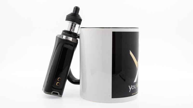 kroma-r avec nautilus xs posé contreun mug youvape