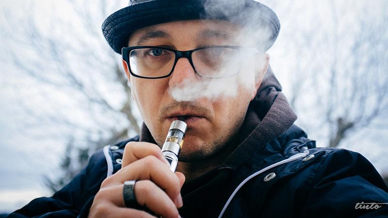 Hit du sel de nicotine est plus doux que celui de la nicotine base