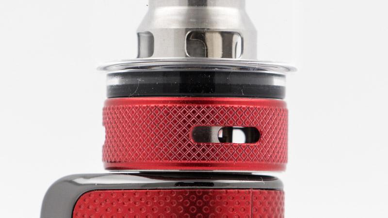 La bague rotative, au bas de l'atomiseur, permet de régler l'airflow, d'un tirage très ouvert, à un tirage plus resserré, toujours en inhalation directe, puissante ou modérée, selon la résistance choisie.