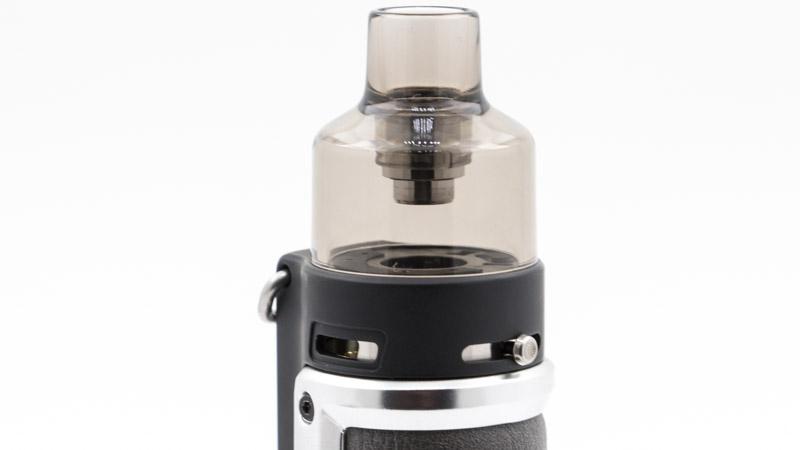 Lekit Argus Xest doté d'unréglage d'airfow à glissière, indépendant de la cartouche. Il suffit de faire glisser le bouton en acier (à droite sur le photo), pour ouvrir plus ou moins les deux arrivées d'air (à gauche). Avec cette cartouche, le tirage du kit est aérien, idéal pour l'inhalation directe.