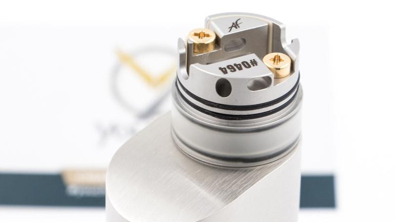 Leréservoir, de3.5ml, peut se remplir de deux manières, selon qu'on utilise le pin classique ou le pin BF, fourni.