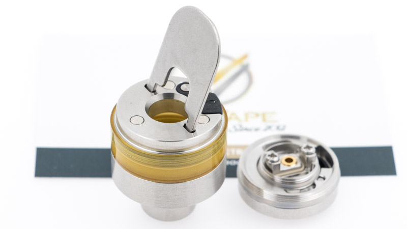 Pour le faire, il suffit de dévisser la base en acier de la cartouche, pour la remplacer par le plateau reconstructible. Aspire fournit une clé pour débloquer la base, ensuite elle se dévisse facilement à la main.