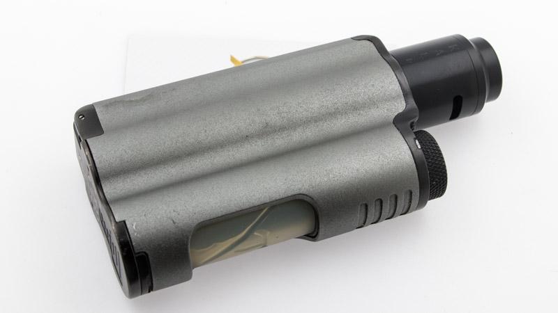 QP Design livre son dripper avec un pin BF pour le transformer en squonker. Monté sur une box BF, avec une bonne réserve de eliquide, il n'y a alors plus de limite à la production de vapeur.