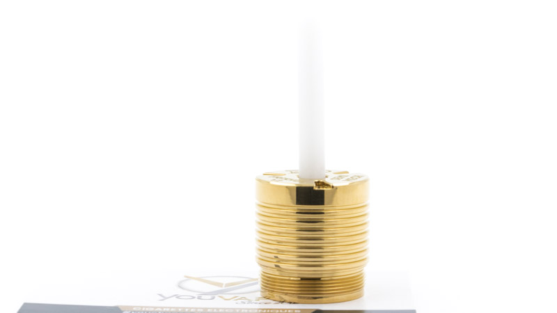 Hellvape fournit dans son coffret un petit tube en plastique rigide, qui sert à retirer les rondelles. Il suffit de le glisser dans la connexion 510, puis de presser pour faire sortir la rondelle.