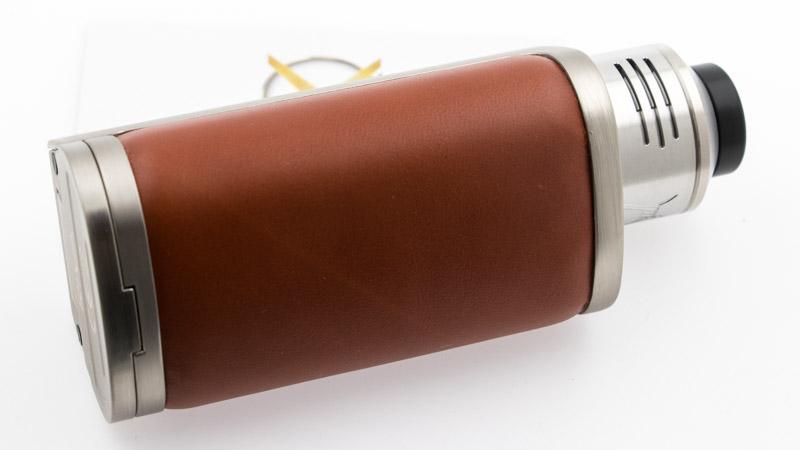 Pour résumer, si le Purge X Rda 28.5mm se consacre exclusivement à l'inhalation directe, il n'en est pas moins polyvalent dans ce domaine. Il peut aussi bien offrir une vape très aérienne à des puissances que la décence commande de taire, qu'une vape plus subtile avec son deuxième baril. Ajoutez à cela que son plateau permet des montages très différents, qu'il permet de monter de très gros coils, par exemple pour un usage sur un mod stacké en série, et vous obtenez un atomiseur qui permet toutes les folies, avec une large gamme de plaisir de vape, en drip ou en squonk.
