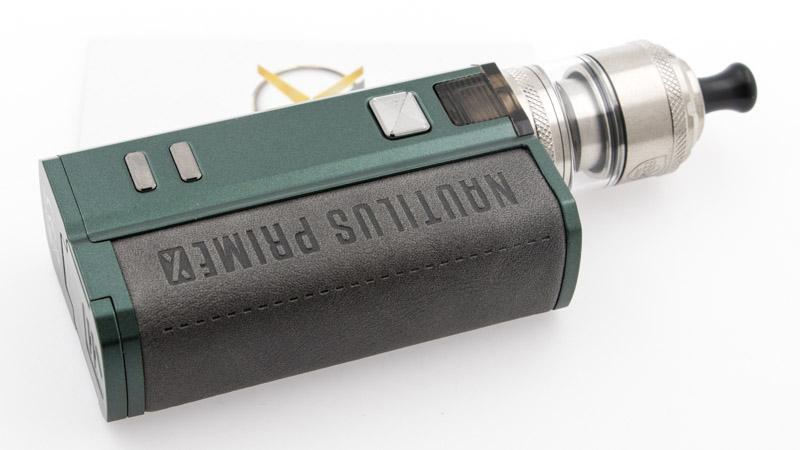 Vous pouvez maintenant utiliser votre kit de manière traditionnelle, en utilisant une cartouche, ou placer l'adaptateur et votre atomiseur préféré. Pour cette photo, nous l'avons associé à un excellent atomiseur reconstructible MTL, le Berserker V2 de Vandy Vape.