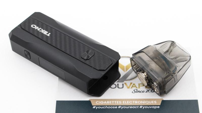 Comme tout bon pod qui se respecte, le Pod Tekno est simplement composé de deux éléments : Une batterie en métal, d'une capacité de 1300 mAh, qui s'allume ou s'éteint de 5 clics sur le switch. Une cartouche, qui s'insère facilement dans la batterie, maintenue par un petit aimant.