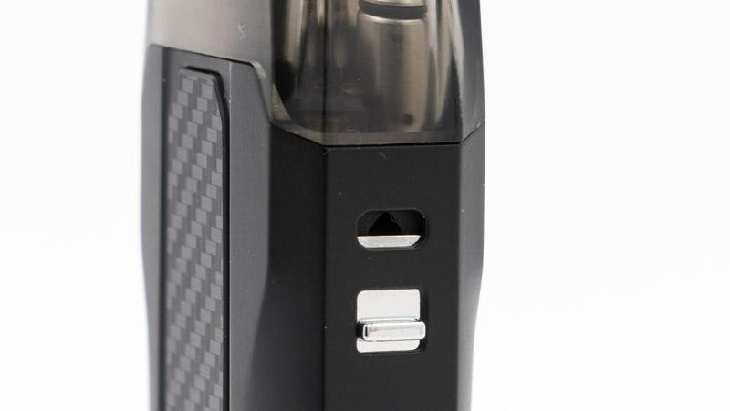 Comme le pod Tekno permet de vaper en inhalation directe aussi bien qu'en inhalation indirecte, il dispose d'un vrai réglage d'airflow. Sur le côté, une tirette permet d'ouvrir plus ou moins l'entrée d'air, pour bénéficier d'un tirage ouvert ou serré.