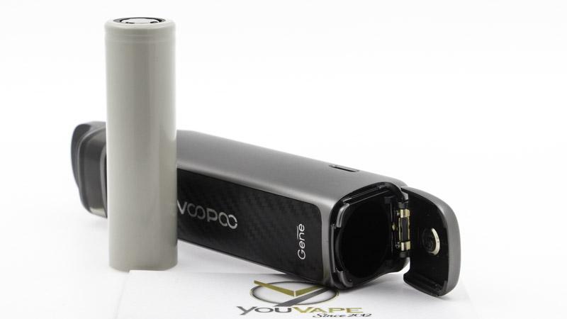 Le Pod Vinci X2 tire don énergie d'un accu interchangeable au format 18650. Son compartiment s'ouvre par une trappe, sous le mod.