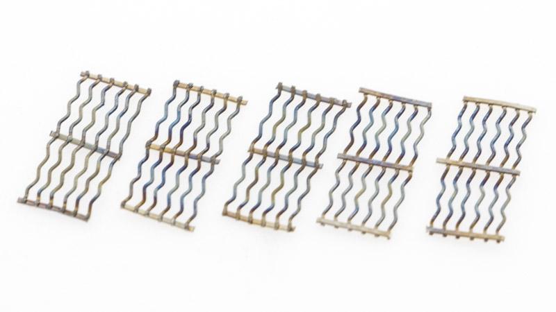 Les 5 feuilles de mesh clapton ont une valeur de résistance de 0.15 ohm, pour une vape réactive, une vapeur dense, des saveurs rondes et gourmandes. Ces feuilles par ailleurs pratiques, elles facilitent le montage et leurs bords n'accrochent pas le coton à sa mise en place.