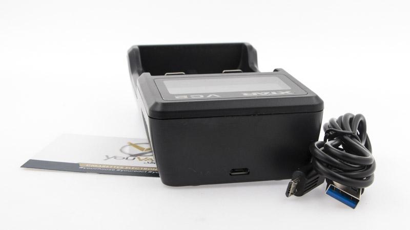 Le chargeur VC2 doit être alimenté par un adaptateur secteur (non inclus), par exemple celui d'un smartphone. Xtar fourni un câble Usb / micro usb pour le brancher