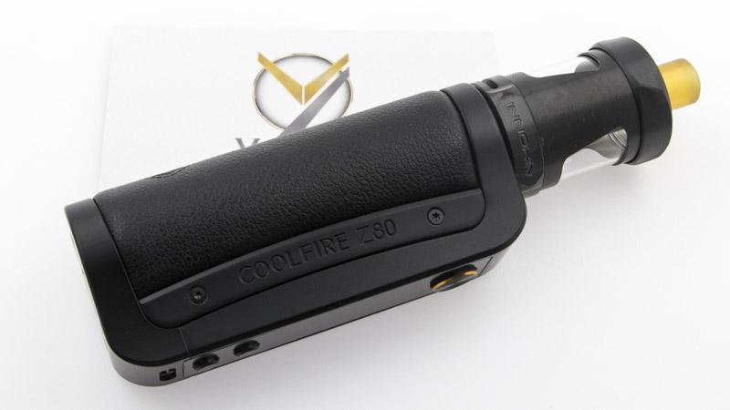 Le kit Coolfire Z80 réunit une batterie et un clearomiseur de grandes qualités, pour former une cigarette électronique dont la liste des atouts est tout simplement impressionnante :