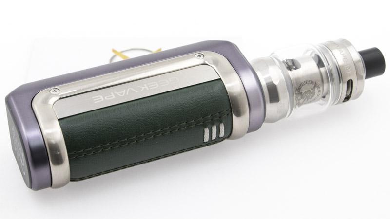 Résumez les atouts du kit Aegis Mini 2, c'est assez simple : il sait tout faire. Avec lui, vous pouvez vapoter en MTL à 15 watts, comme en DL à 35 watts. Vous pouvez l'utiliser dans votre salon, pendant vos sorties, dans un atelier. Il se recharge en 1 heure. Il ne craint pas les intempéries, tout en se permettant un design soigné. Est-ce que ça ne serait pas le kit idéal ?