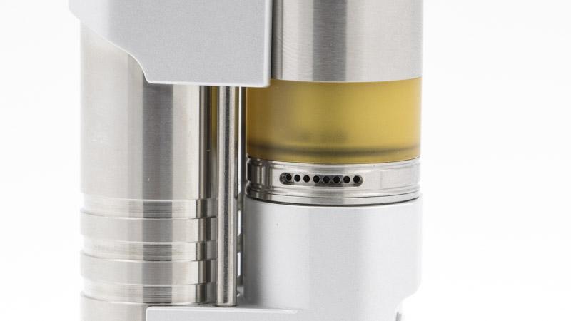 Pour ajuster votre tirage avec encore plus de subtilité, le Precisio Pro 24 est bien sûr équipé d'une bague de réglage de l'airflow. Elle dispose de deux zones de réglage. La première, constituée de petits orifices, vous permet de régler votre tirage en MTL.