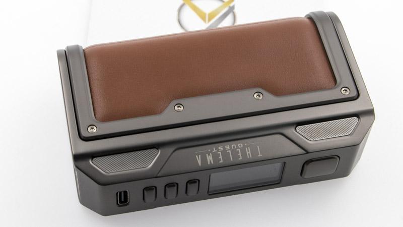 Capable de fournir jusqu'à 200w, la Box Thelema Quest vous propose en effet tous les modes de fonctionnement classiques (puissance, température, volt, Bypass, courbe). Surtout, elle est facile à régler, avec un bel écran couleur et une organisation logique des menus. Bref, la box Thelema Quest vous offre de vraies sensations.